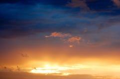 Colores del cielo de la puesta del sol Imagen de archivo