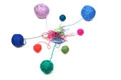 Colores del hilo del ganchillo diversos aislados Foto de archivo libre de regalías