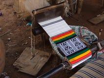 Colores del telar en Malí Fotos de archivo libres de regalías