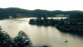 Colores del verano de la mañana del lago en Serbia almacen de video