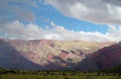 Colores di Cerro de siete, montagne di colore rosso Fotografia Stock Libera da Diritti