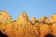 Colores en las montañas, barranco de la salida del sol de Zion Foto de archivo
