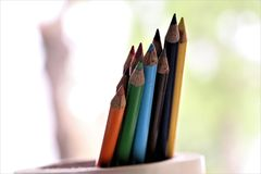 Colores hermosos del lápiz que parecen los misiles Imágenes de archivo libres de regalías