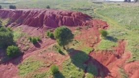 Colores hermosos del vuelo cerca de la mina de la bauxita almacen de video