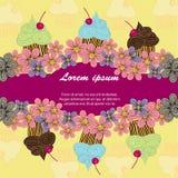 Colorez la carte postale des petits gâteaux colorés sur un fond rose Photographie stock
