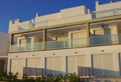 colorez la maison moderne blanche au coucher du soleil photo libre de droits - Maison Moderne Blanche