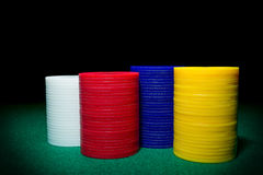 Colorez le tir d'une pile de divers jetons de poker Photographie stock