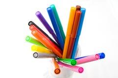 Colorez les crayons lecteurs dans une glace d'isolement sur le blanc Photos stock