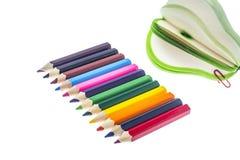 Colorez les crayons pour dessiner d'isolement sur le fond blanc Photo libre de droits