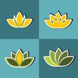 Colorez les fleurs plates avec la course blanche sur le fond bleu Photo stock