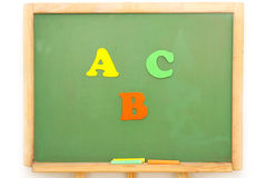 Colorez les lettres A, B, C sur un panneau d'école Image stock