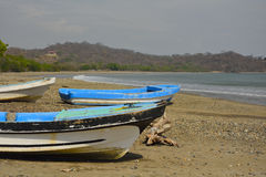 Colorful boats on Pasific ocean beach. Small fisherman village on the Pasific ocean coast in Nicaragua Royalty Free Stock Photos