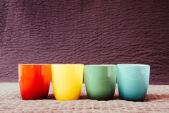 Colorful coffee cups on grunge background Royalty Free Stock Photos