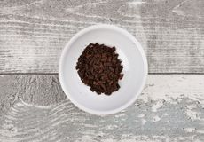 Vanilla in bowl on weathered wood Royalty Free Stock Photography