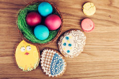 Colorful decorated easter eggs and cookies Royalty Free Stock Photos