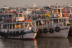 Colorful ferries near the Gateway to India Royalty Free Stock Photos