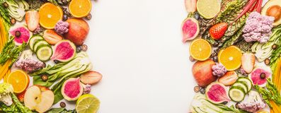 Free Colorful Fruits And Vegetables Background With Half Of Oranges, And Berries , Top View, Banner Or Template Stock Image - 112897161