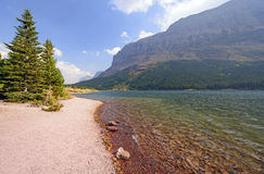 Colorful Lakeshore in the Mountains Royalty Free Stock Photos