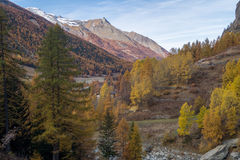 Colorful mountain landscapes, fall colors, mountains, sky and water Stock Photography