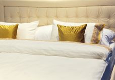 Colorful pillows on hotel bed Royalty Free Stock Photography