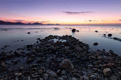 Colorful sunrise on the rocky coast Royalty Free Stock Photography