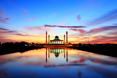 Colorful sunset at the mosque in Thailand Royalty Free Stock Photos