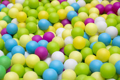 Colorfull塑料球对于儿童公园 库存照片