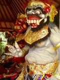 Colorfull鹰报,神的神表示法或雕象在巴厘岛 免版税库存照片