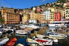 Colorfull hamn i Camogli Italien Arkivfoto