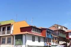 Colorfull hus i Chaves, Arkivbilder