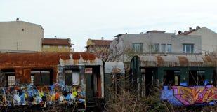 Colorfull-Lastwagen mit kleinen Häusern lizenzfreie stockfotografie
