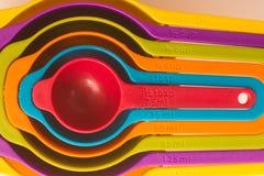 Colorfull-Messbecher lizenzfreie stockbilder