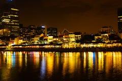 Colorfull-Nachtszene von Singapur-Fluss, Clark-Frage Lizenzfreie Stockbilder
