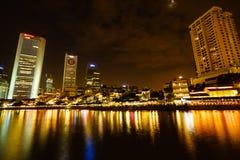 Colorfull-Nachtszene von Singapur-Fluss, Clark-Frage Stockfotografie