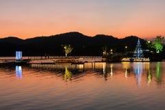 Colorfull niebo po zmierzchu nad jeziorem w Tajlandia Fotografia Royalty Free