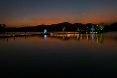 Colorfull niebo po zmierzchu nad jeziorem w Tajlandia Zdjęcie Royalty Free