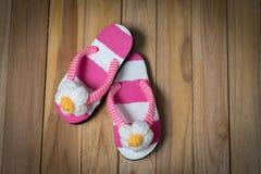 Colorfull-Sandale mit Blume Lizenzfreie Stockfotos