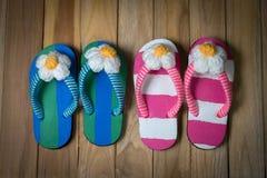Colorfull-Sandale mit Blume Stockbilder