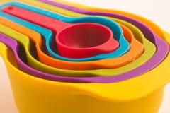 Colorfull som mäter koppen Arkivfoton