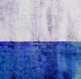 Colorfull vibrerande utomhus- gropig mörk djupblå tappningvägg Royaltyfri Foto
