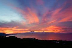 Colorfull zmierzch za górami tropikalna wyspa Siqijor Fotografia Royalty Free