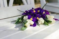 Colorfullboeket van bloemen op zonnige dag Royalty-vrije Stock Foto's