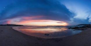 Colorfullpanorama van zonsondergang bij Somo-strand royalty-vrije stock foto's