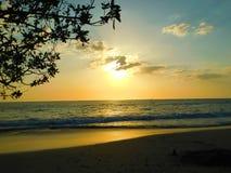 Colorfullzonsondergang in Costa Rica royalty-vrije stock foto