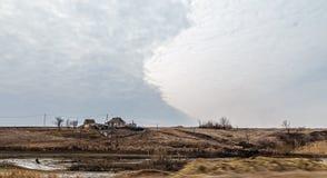 Colori acidi abbandonati cielo nuvoloso della provincia Fotografie Stock Libere da Diritti