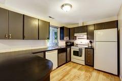 Colori bianchi e neri della stanza della cucina al contrario Fotografia Stock