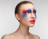 Colori degli occhi di rosso blu di bellezza di trucco delle donne Fotografia Stock Libera da Diritti