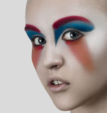 Colori degli occhi di rosso blu di bellezza di trucco delle donne Fotografie Stock Libere da Diritti