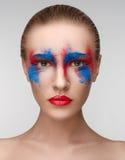 Colori degli occhi di rosso blu di bellezza di trucco delle donne Immagine Stock Libera da Diritti
