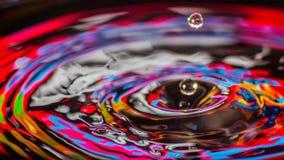 Colori della miscela delle gocce di acqua Fotografia Stock